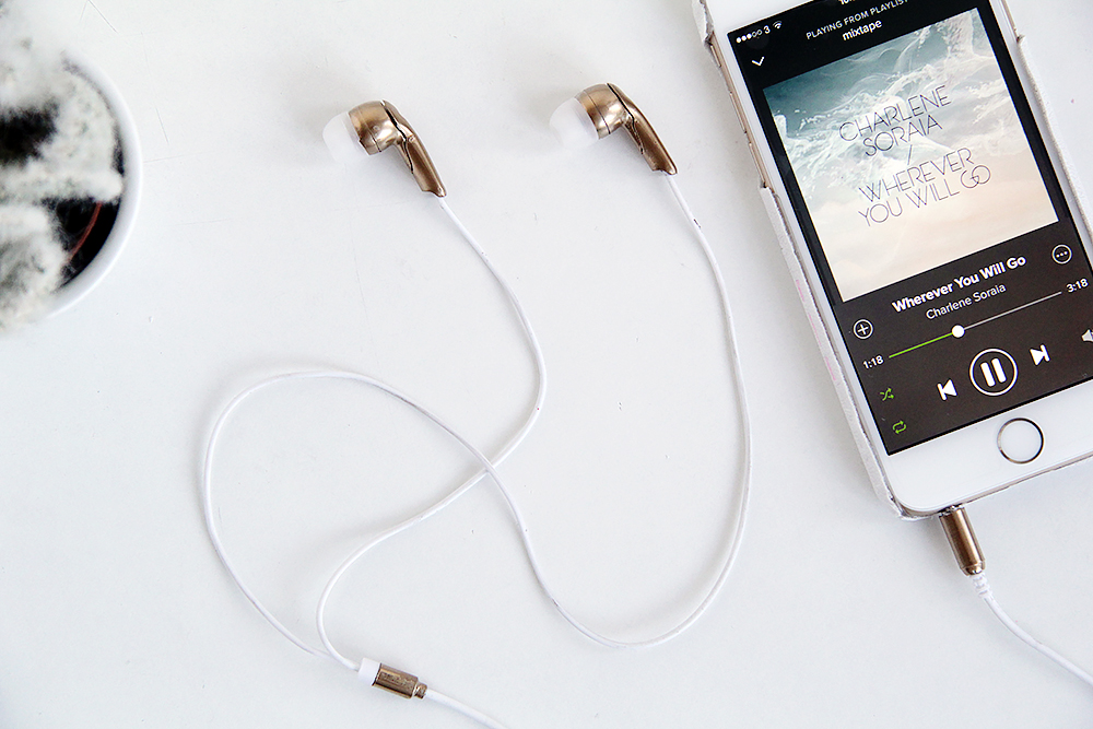 Fall-for-DIY-Gold-Earbud-Headphones